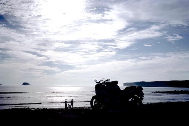 北海道の海とバイク
