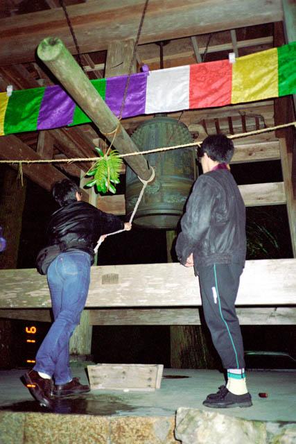 定福寺の鐘つき