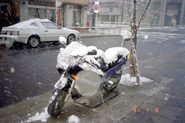 雪まみれのZX-4