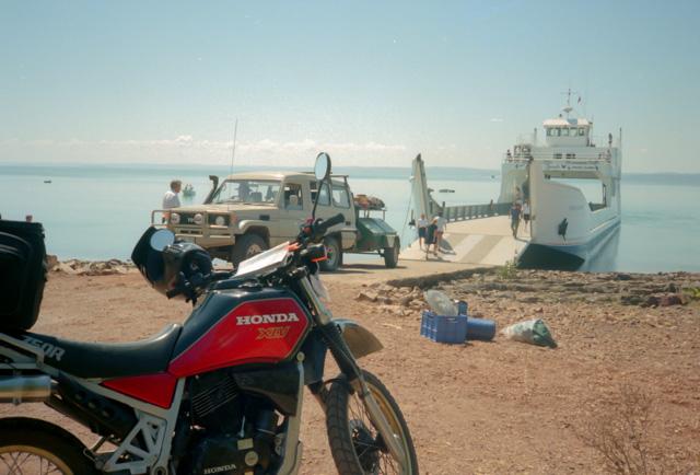 フレーザー島への船