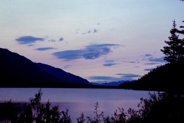 マンチョ レイク(Muncho Lake)