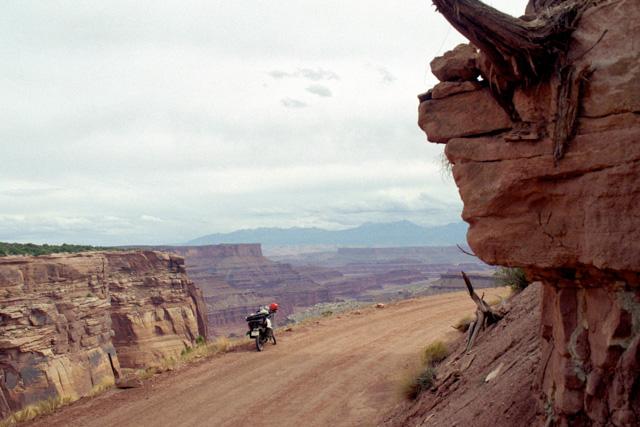 キャニオンランズ国立公園をバイクで走る