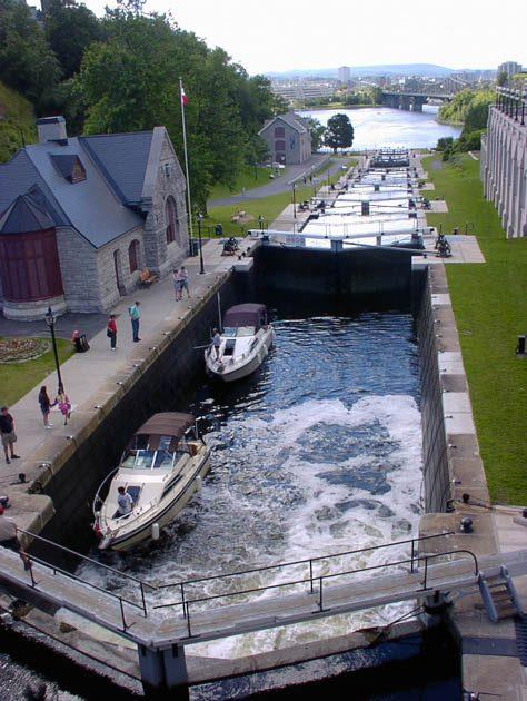 カナダ横断タンデムツーリング・オタワの運河
