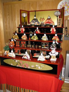 2009_02_doll_stand_03