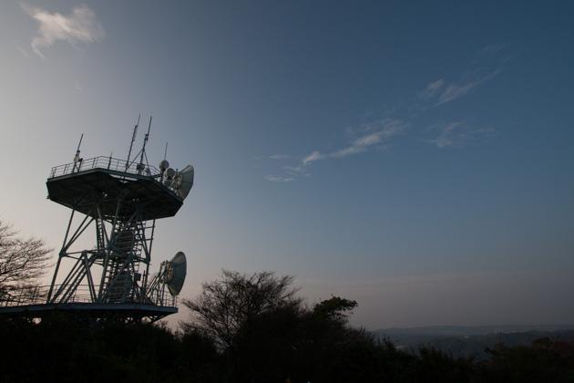 二子山の電波塔