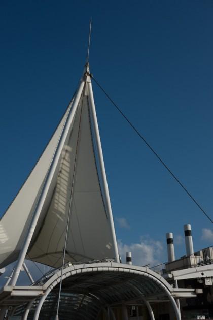 海ほたるの帆を模したオブジェ