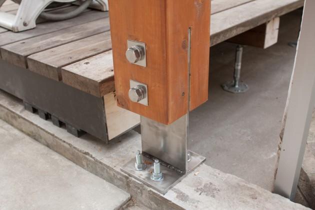 シロアリにやられたウッドデッキの補修