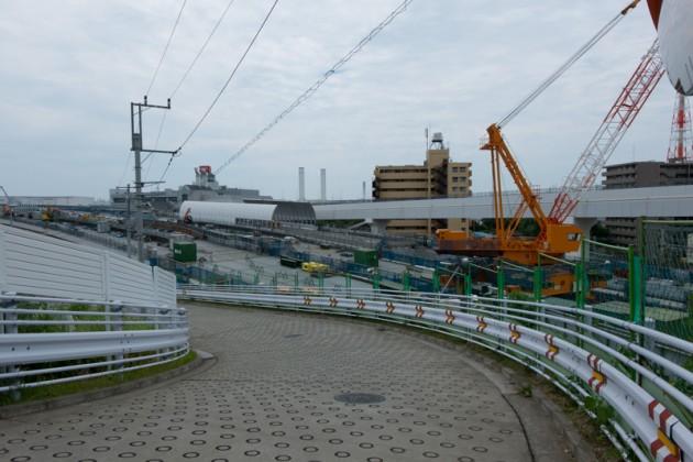 首都高速のジャンクションを建設中を見ながら子安台公園へ