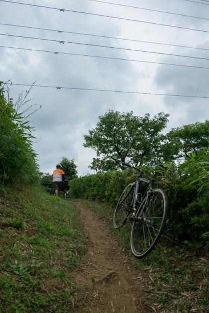 トルネード公園へと抜ける細い道