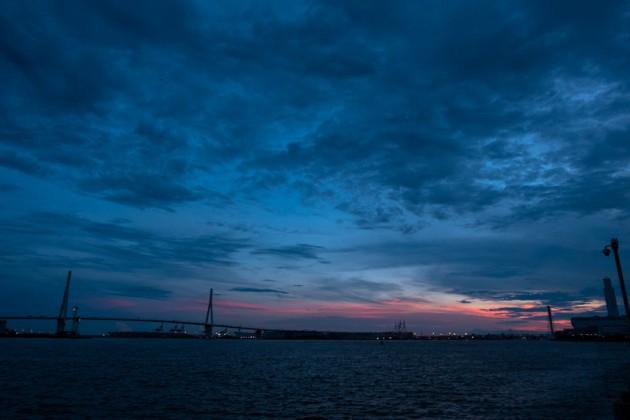 海芝浦駅から見た海の風景