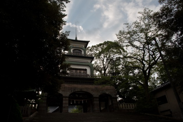 尾山神社の神門