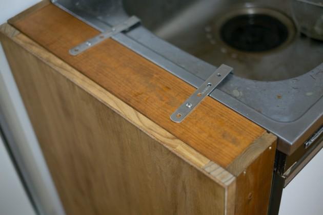 DIYで作った調味料ラックの転倒防止方法