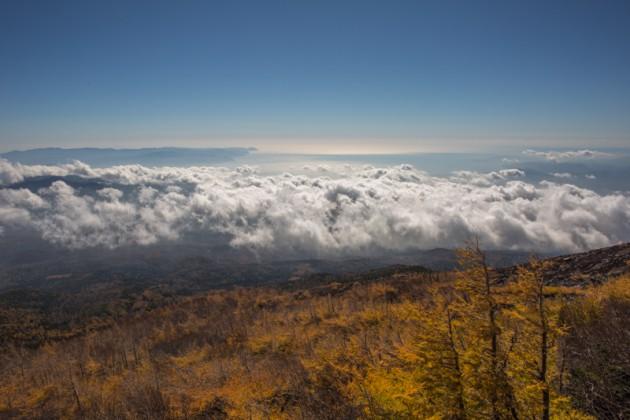 宝永火口への登山道からの眺め