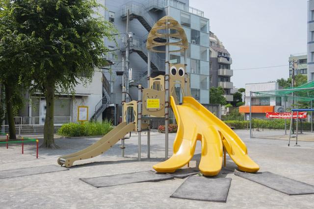 恵比寿南一公園のイカの滑り台