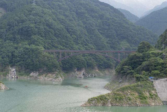 アーチのシルエットが美しい大久保橋