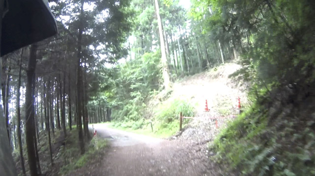 林道・剣ヶ峰七重線トレッキングコースとの分岐?