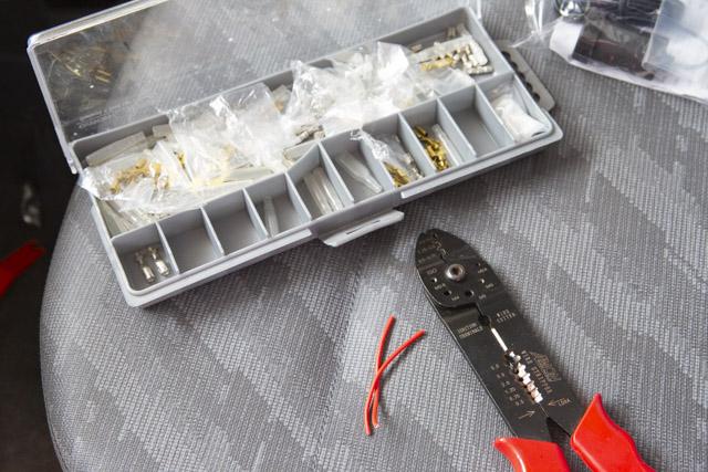 電工ペンチとギボシ端子