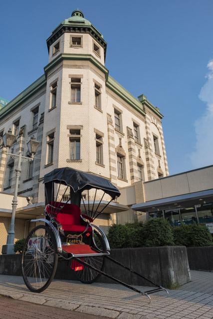 蔵造りの町並み・旧・埼玉りそな銀行 川越支店と人力車