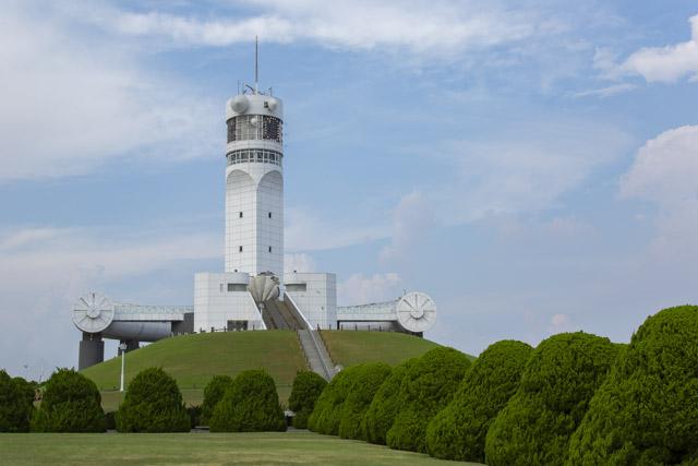 横浜港シンボルタワー外観