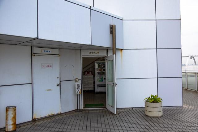 横浜港シンボルタワーの展望室への入口