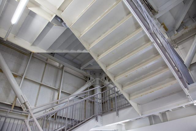 横浜港シンボルタワーの階段室