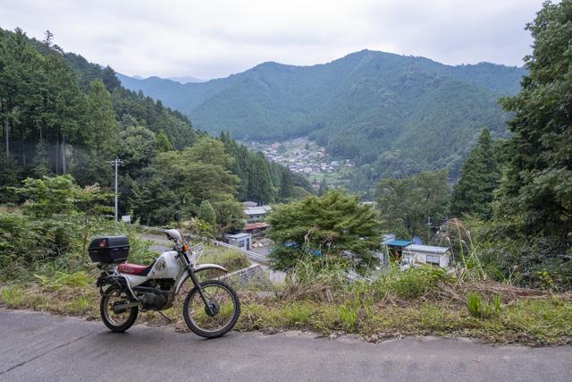 林道・越沢線 棚沢集落を眺める