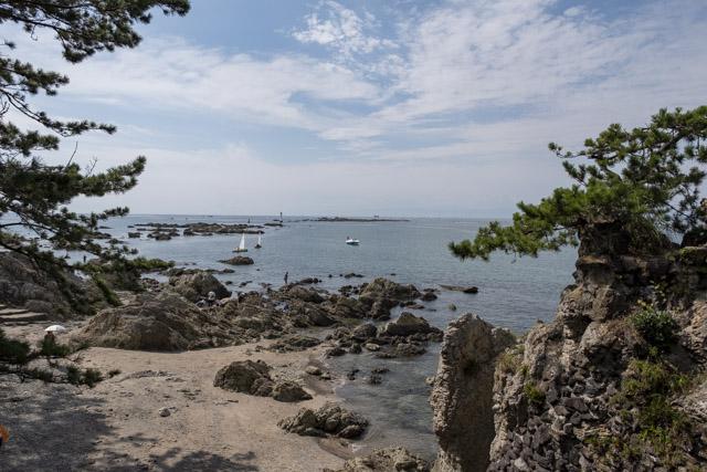森戸神社裏手の海