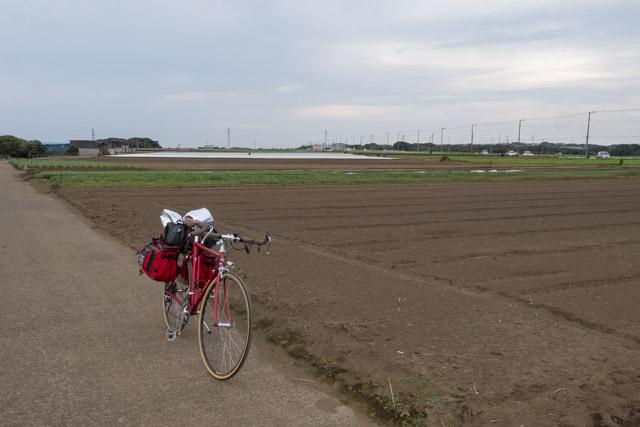 自転車で農道を走る