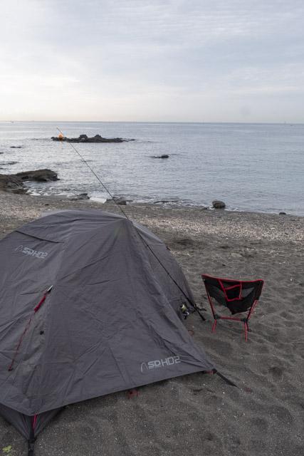 海でのキャンプ風景