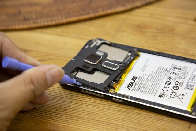 Zenfone3の指紋認証の基板を外す