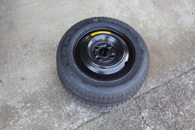 N-ONEの15インチタイヤとフィットのテンパータイヤ