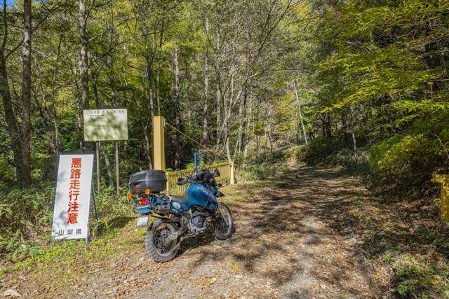 横尾山林道のゲート