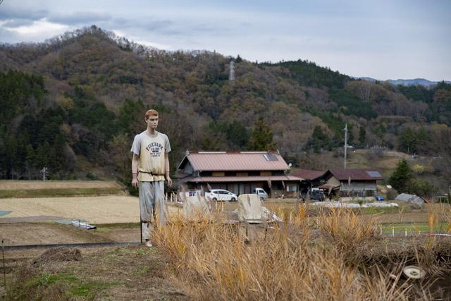 秋山の棚田にいたマネキン