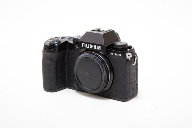 フジフィルム ミラーレスカメラ X-S10 ボディー
