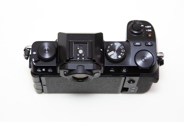 フジフィルム X-S10の上部ダイヤルデザイン