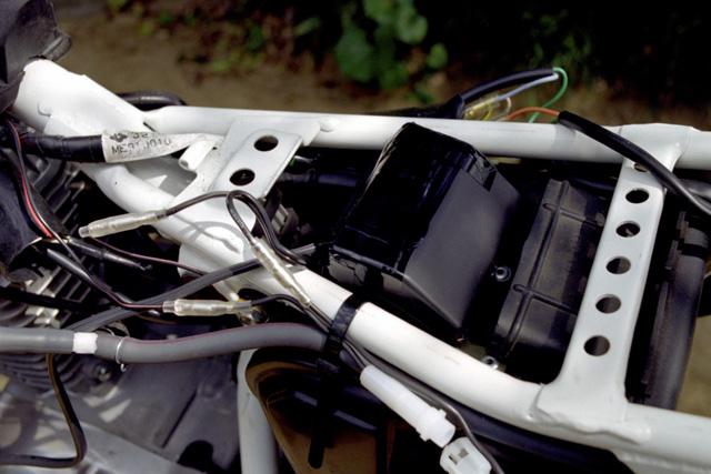 XR100Rアドベンチャー仕様・昇圧コンバーター