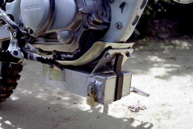 XR100Rアドベンチャー仕様・工具箱
