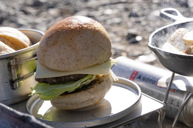 アウトドアで作る極上ハンバーガー