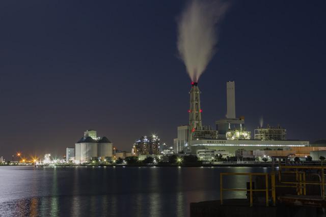 根岸湾の工場夜景・JERA南横浜火力発電所