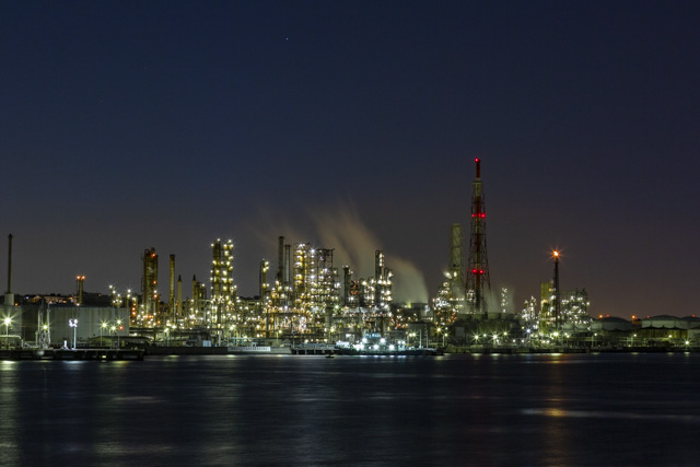 根岸湾の工場夜景・ENEOS 根岸製油所