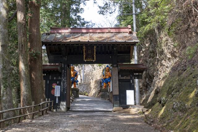 子ノ権現天龍寺の黒門