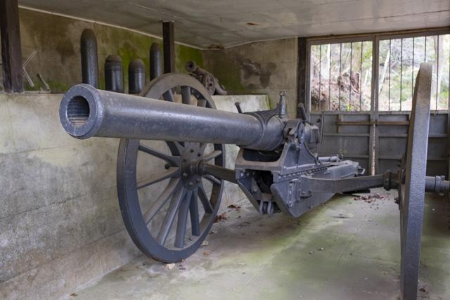 秩父御嶽神社・東郷公園のロシア製3インチ野砲