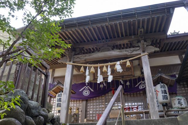秩父御嶽神社・東郷公園の祈祷殿