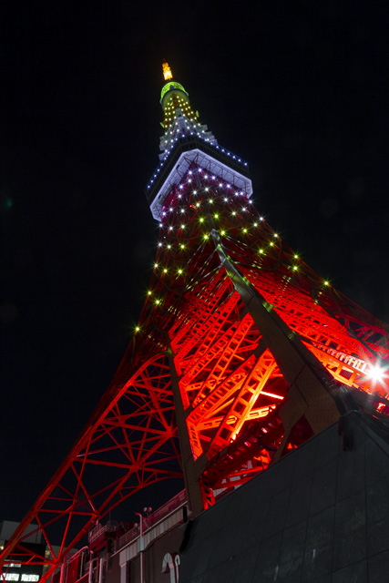 新緑色(若草色・緑色)の東京タワー