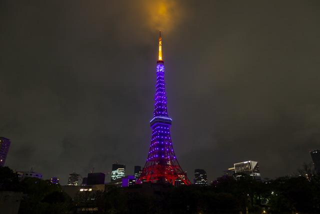 五輪カラーの東京タワー(紫一色バージョン)
