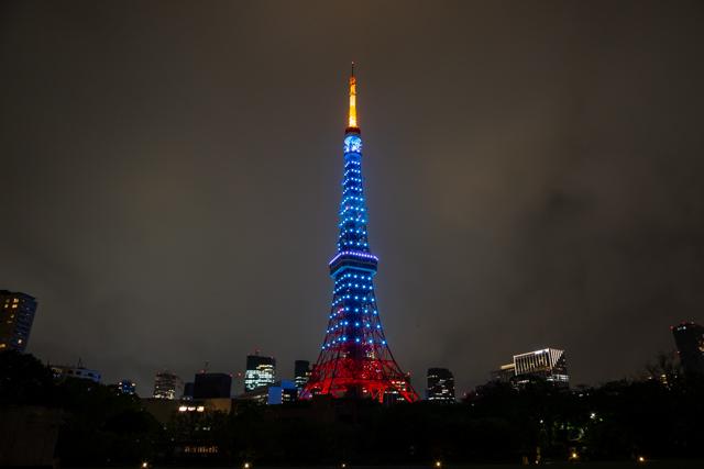 五輪カラーの東京タワー(水色一色バージョン)