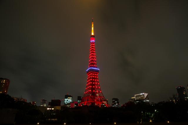 五輪カラーの東京タワー(赤一色バージョン)