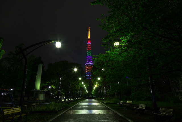 五輪カラーの東京タワー(芝公園4号地)