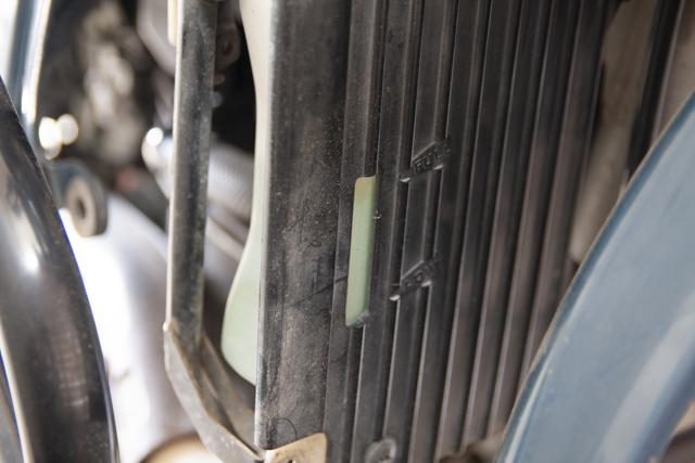 KLR650冷却水点検窓