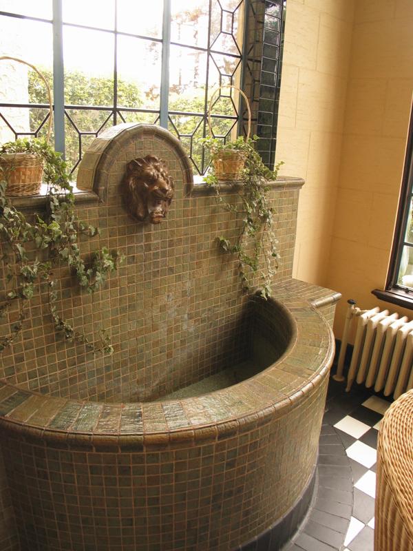 横浜山手西洋館・べーリックホールの獅子頭の壁泉